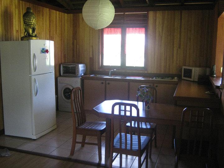 https://tahititourisme.jp/wp-content/uploads/2017/08/Fare-Tiare-painapo-cuisine.jpg