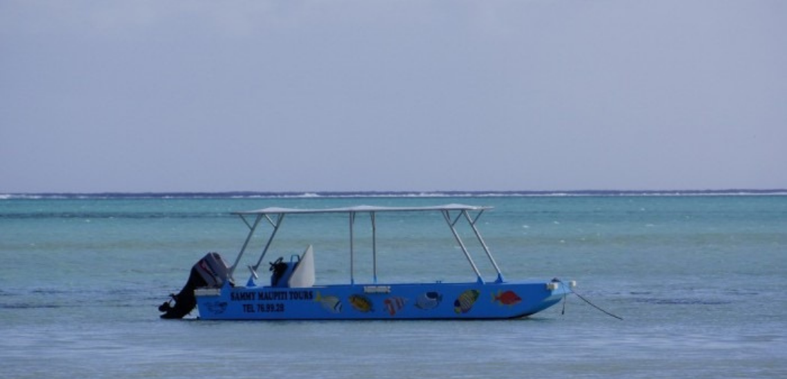 https://tahititourisme.jp/wp-content/uploads/2017/08/Sammy-Maupiti-Lagoon-Tours.png