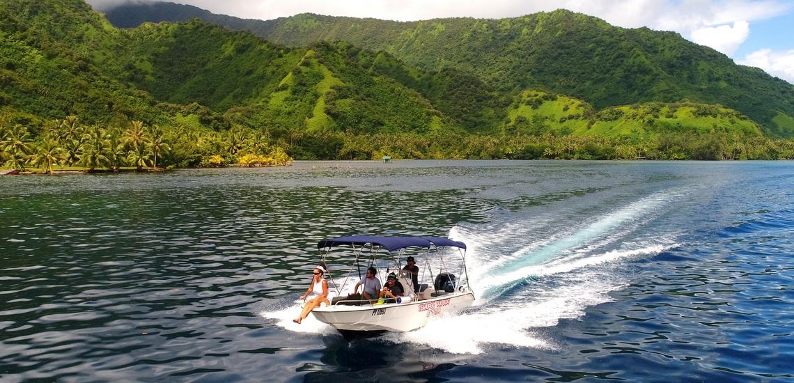 https://tahititourisme.jp/wp-content/uploads/2018/02/ACTIVITES-NAUTIQUES-Teahupoo-Taxi-Boat-1.jpg