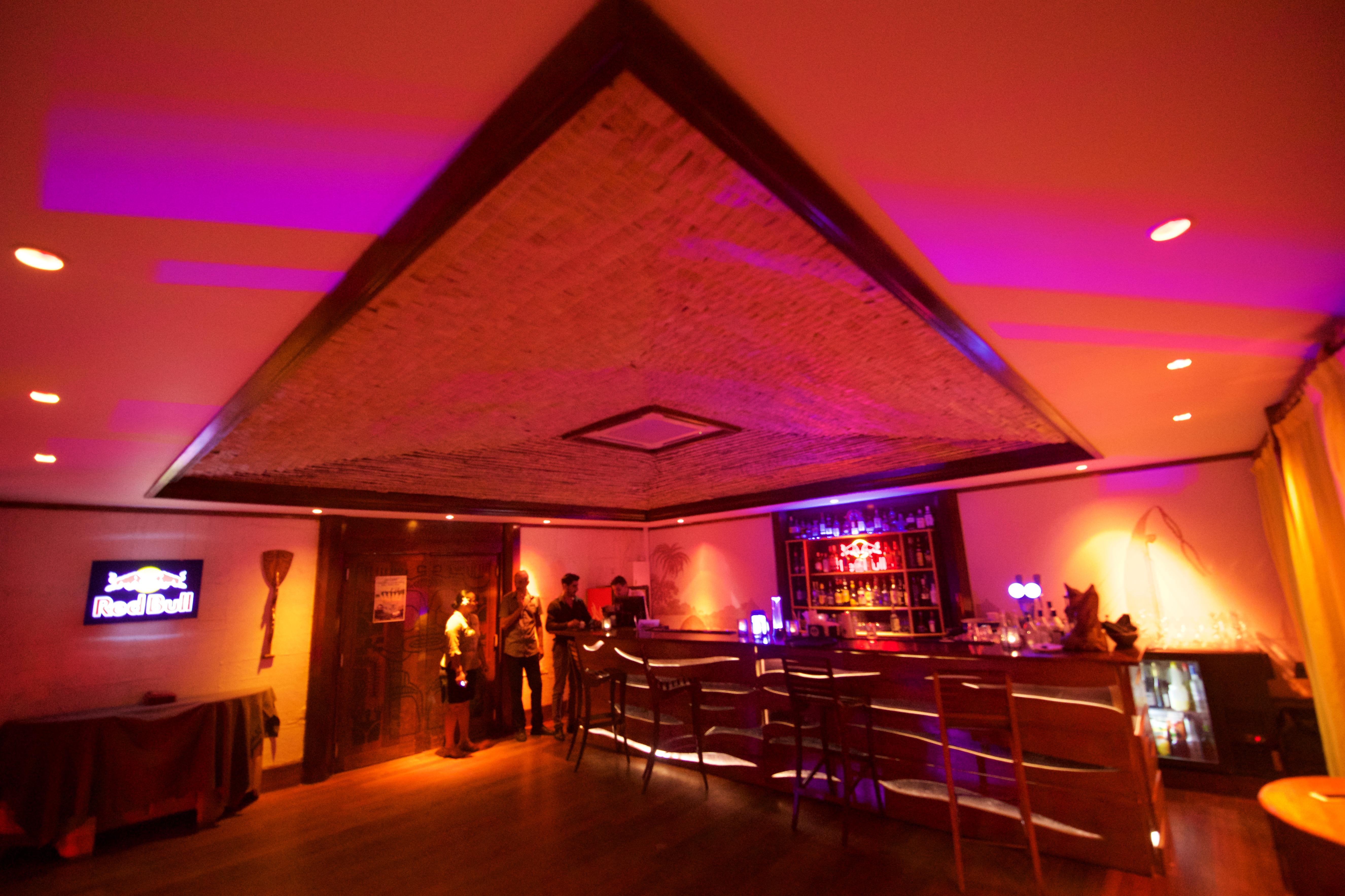 https://tahititourisme.jp/wp-content/uploads/2018/03/RESTAURATION-Matahiehani-Lounge-Bar-1-Tim_McKenna.jpg