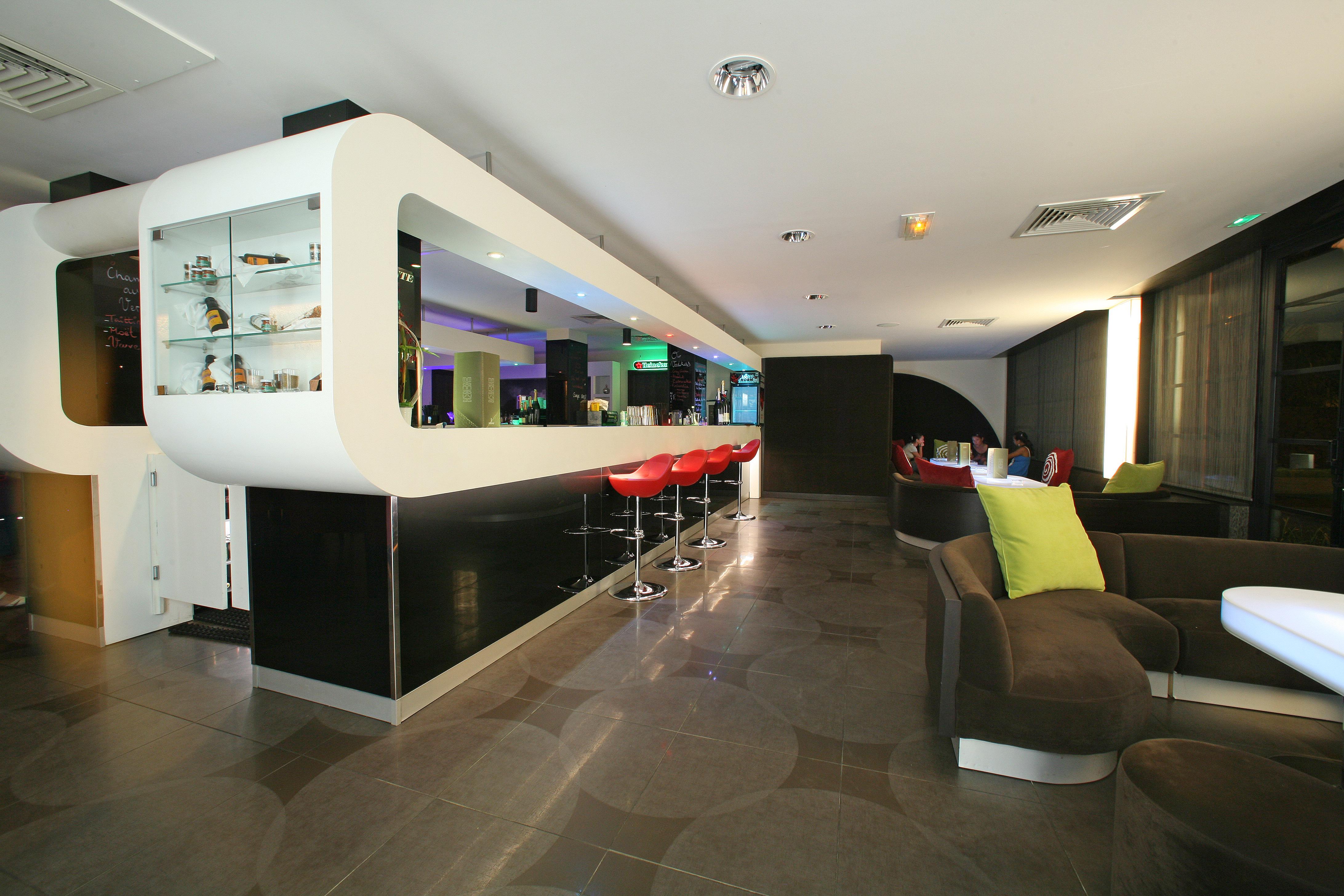 https://tahititourisme.jp/wp-content/uploads/2018/03/RESTAURATION-Punavai-Lounge-Bar-1.jpg