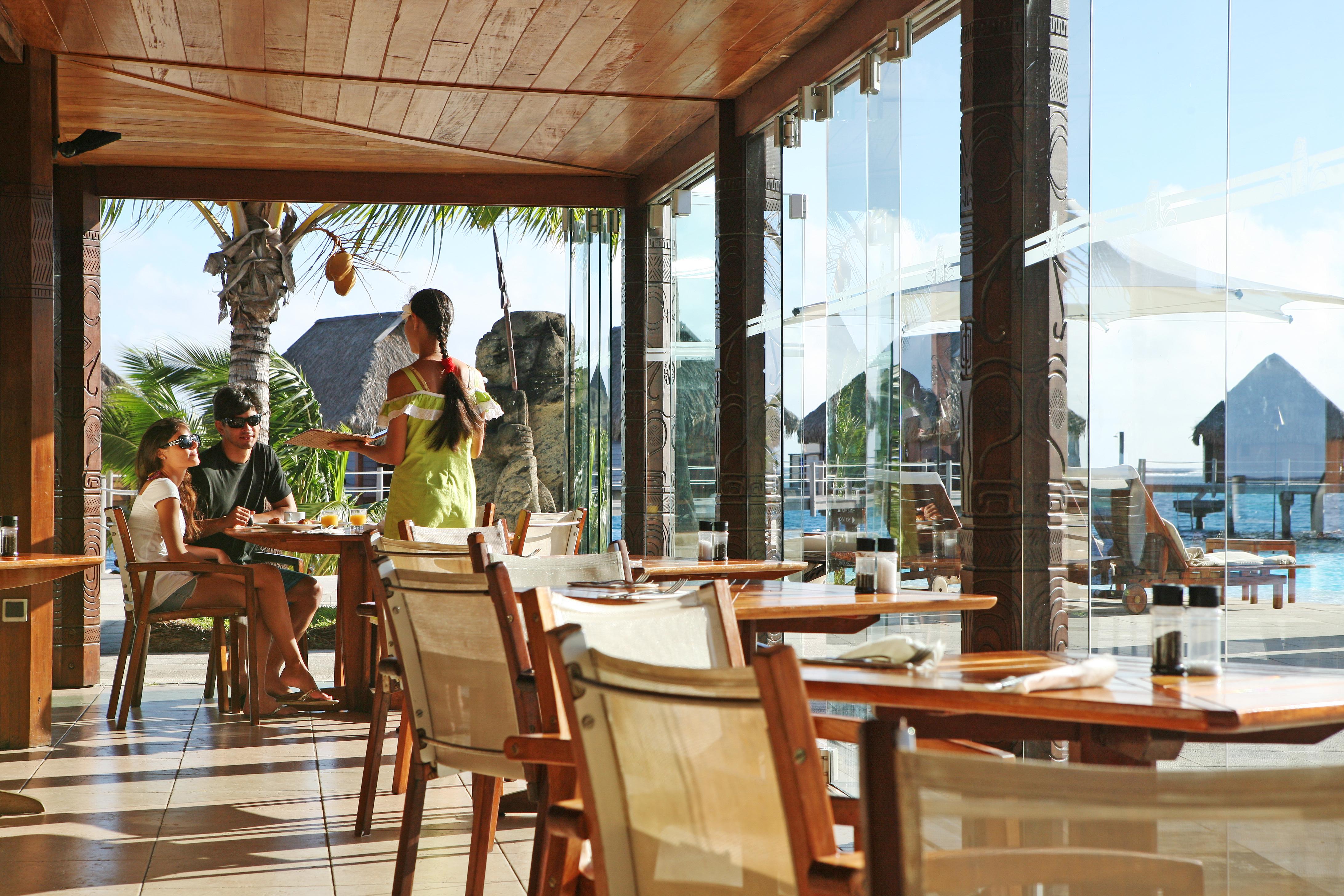 https://tahititourisme.jp/wp-content/uploads/2018/03/RESTAURATION-Restaurant-Mahanai-3-Greg_LeBacon.jpg