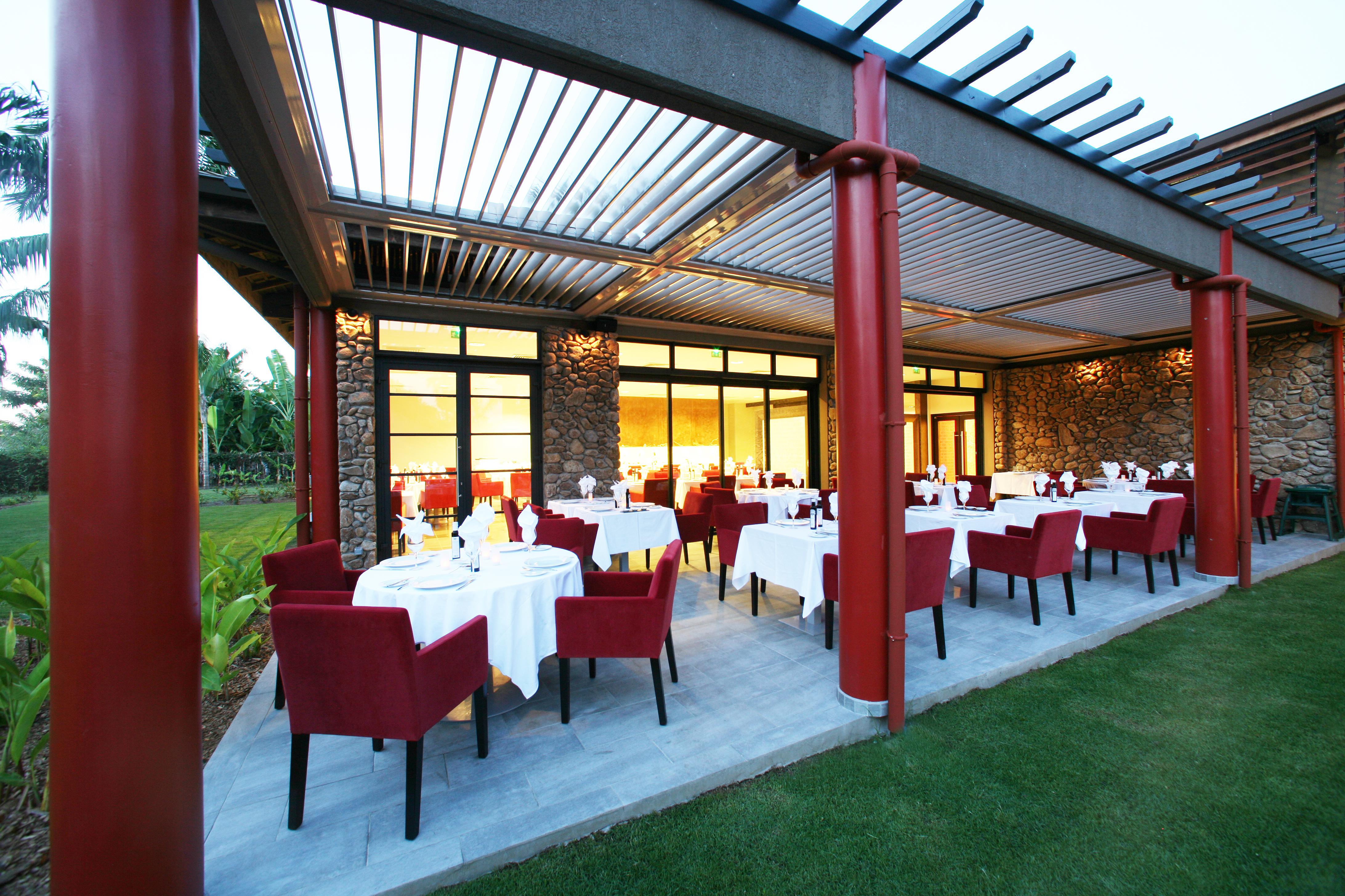 https://tahititourisme.jp/wp-content/uploads/2018/03/RESTAURATION-Vaitohi-Restaurant-1.jpg