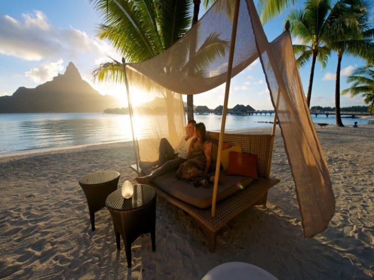 ボラボラ島3泊+タヒチ島3泊8日間 安心の朝夕食付き!