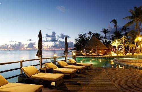 ランギロアブルーの海を楽しむ! ランギロア島+タヒチ島8日間
