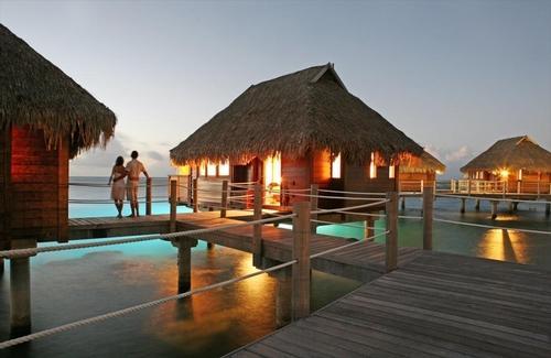 【早期予約特典付】『マナバビーチリゾート/水上バンガロー』