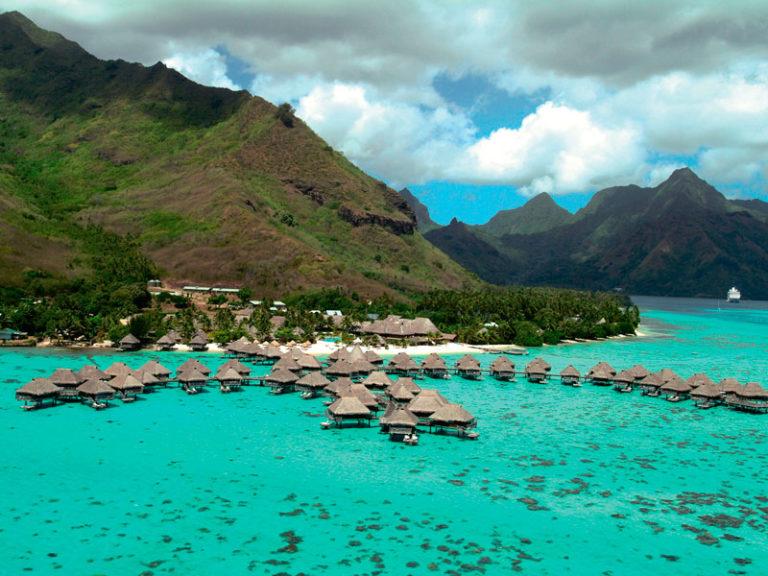 ヒルトンホテル 水上バンガローに滞在! モーレア島+タヒチ島8日間