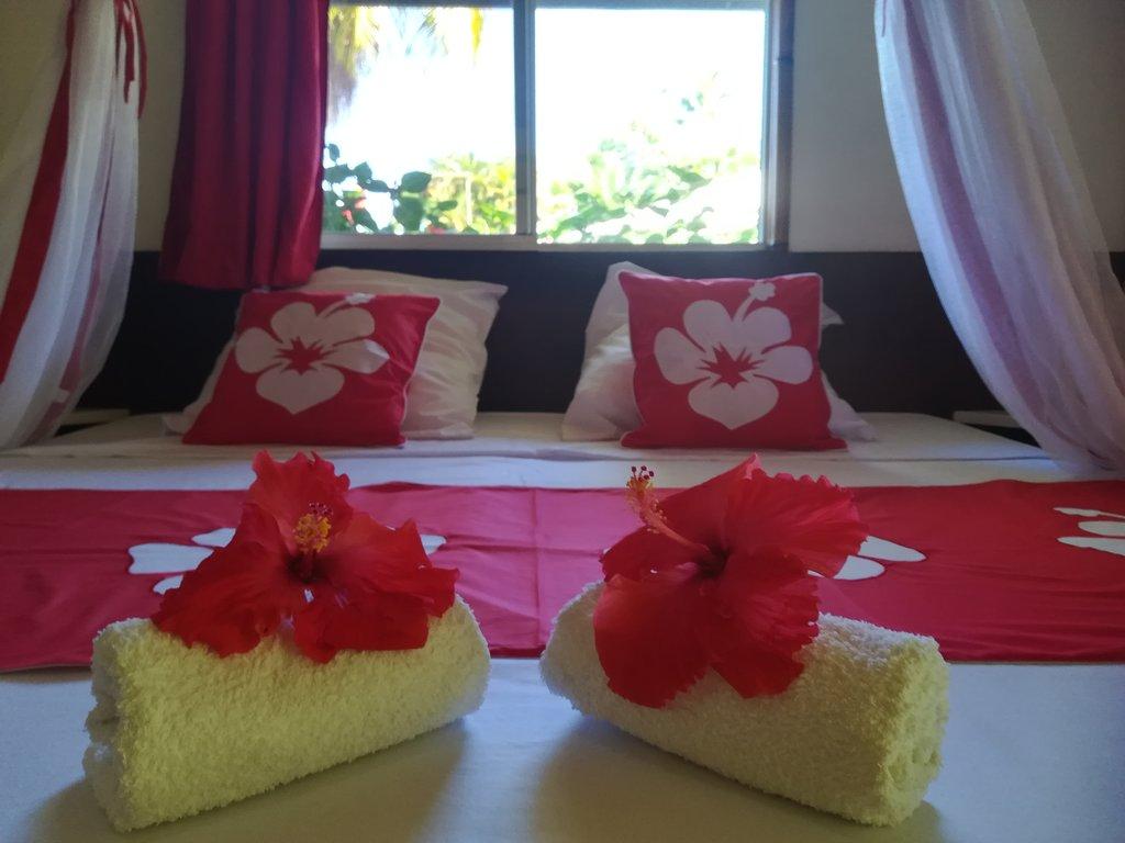 https://tahititourisme.jp/wp-content/uploads/2020/06/chambre-hibiscus-1.jpg