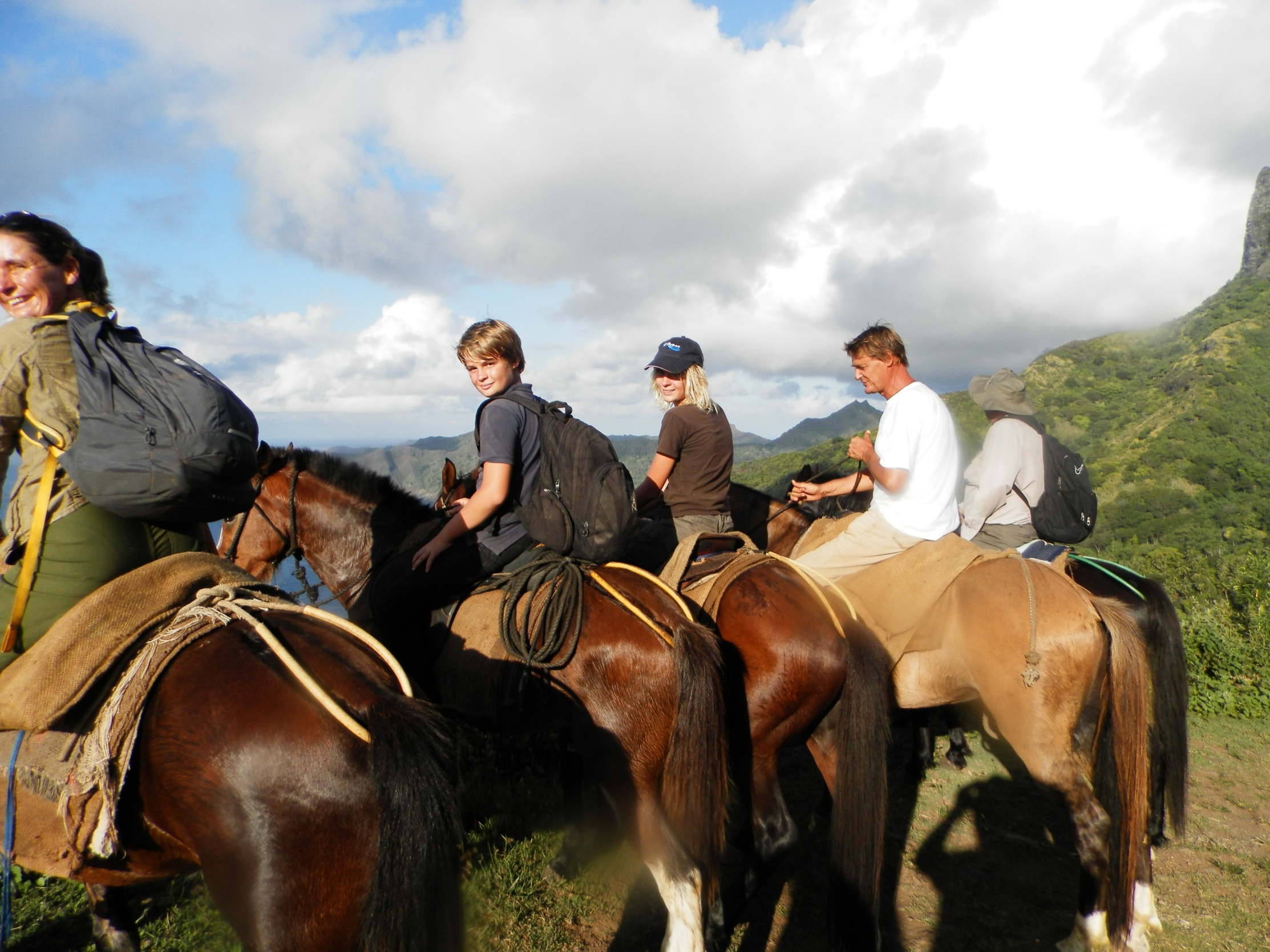 https://tahititourisme.jp/wp-content/uploads/2020/09/a-Cheval.jpg