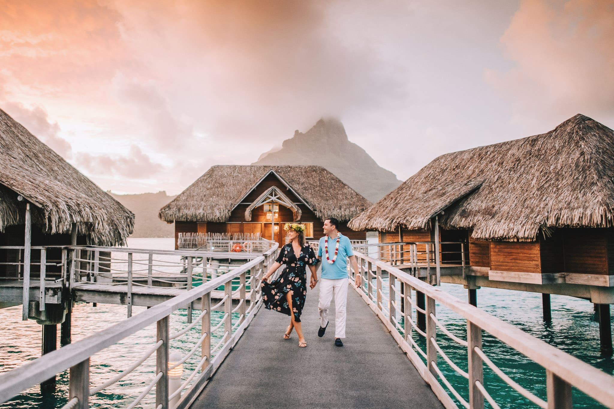 https://tahititourisme.jp/wp-content/uploads/2021/04/Bora-Bora-Photographer-Honeymoon-Wedding-couple-10.jpg