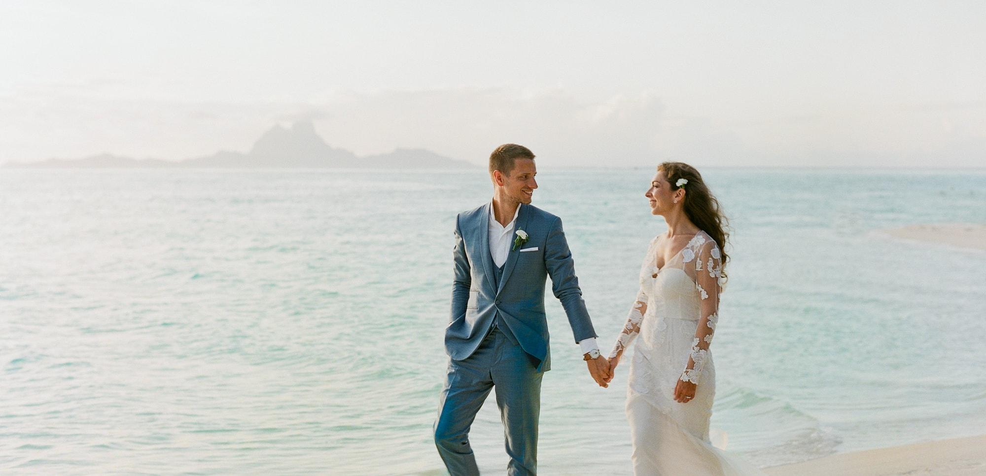 https://tahititourisme.jp/wp-content/uploads/2021/04/PCP-Bora-Bora-Photography-Couple-Wedding-sunset.jpg